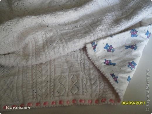 Одеялко для новорожденного+ в коляску  Размер 70*95. Вязала в свое время для сына. Начала еще будучи беременной, закончила когда ему было около 2 месяцев). Я тогда вдергивала голубую бейку в край, а теперь для дочки сменила на розовую. фото 2