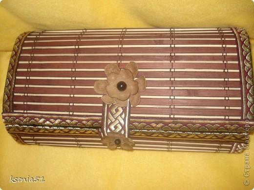 В Стране много таких шкатулочек и я все мечтала сделать такую. Купила салфеточку еще в Калининграде и все она лежала до прошлой недели. Пока наконец я за нее не взялась :)))) фото 1