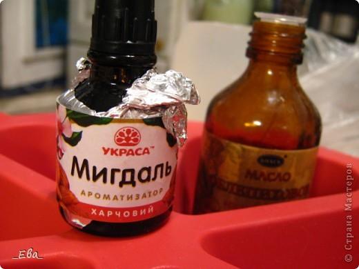 Привезла мне подруга в подарок с Украины вот такой ароматизатор пищевой. Ну вдруг в мыло подойдет? Я нигде не слышала об использовании таких в мыловарении. Ну и давненько повода не было у меня сделать хоть пару кусочков мылка... а тут еще и капучинатор купила! фото 1