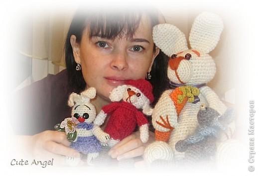 Я со своими зверятами =) Все мои игрушки связаны чисто из головы.Как придумается,так и вяжу всегда. фото 1