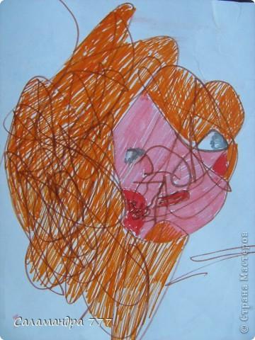 Наши малыши хороши! Дайте малышам карандаши! Пусть рисуют малыши, что хотят, А внимательный мамочкин взгляд Вдруг увидит веселых мышат, Птичек, девочек, Пчелок, цветочки... Пусть рисуют сыночки и дочки...        Рисунки девочки в 1г и 10 мес. и то, что увидел в них взрослый. Мышка. фото 3
