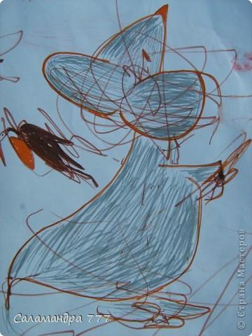 Наши малыши хороши! Дайте малышам карандаши! Пусть рисуют малыши, что хотят, А внимательный мамочкин взгляд Вдруг увидит веселых мышат, Птичек, девочек, Пчелок, цветочки... Пусть рисуют сыночки и дочки...        Рисунки девочки в 1г и 10 мес. и то, что увидел в них взрослый. Мышка. фото 1