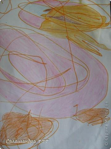 Наши малыши хороши! Дайте малышам карандаши! Пусть рисуют малыши, что хотят, А внимательный мамочкин взгляд Вдруг увидит веселых мышат, Птичек, девочек, Пчелок, цветочки... Пусть рисуют сыночки и дочки...        Рисунки девочки в 1г и 10 мес. и то, что увидел в них взрослый. Мышка. фото 5