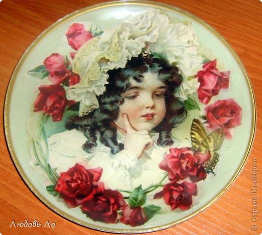 Вот такая девочка-красотулечка у меня появилась. Принтерная распечатка, тарелка икеевская, клей ПВА, краска акриловая, лак. фото 2