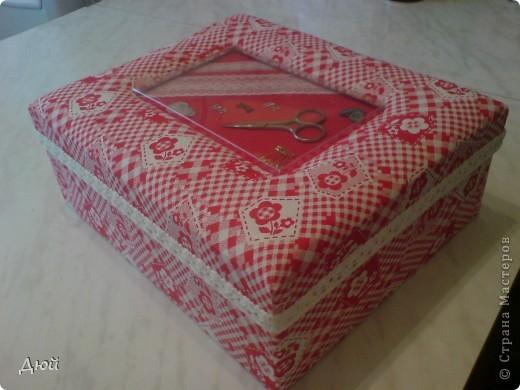 Вот такая шкатулка для рукоделия может получится из обычной обувной коробки. фото 10