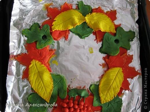вот такой веночек будет украшать мою прихожую...идея родилась сама собой, прибираю в саду урожай яблок, слив, винограда... фото 4