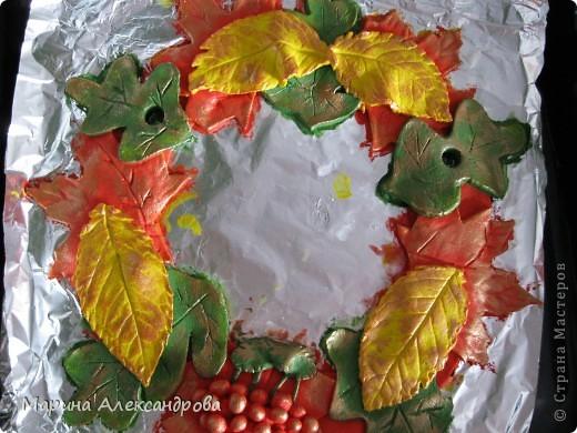вот такой веночек будет украшать мою прихожую...идея родилась сама собой, прибираю в саду урожай яблок, слив, винограда... фото 3