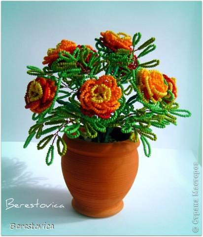 А бархатцы я уже делала сама, не опираясь как какой- либо конкретный МК.  Кстати, это первый цветок полностью...