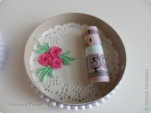 А это тортик- подарочная коробочка для денег. Хотелось сделать его воздушным (как со взбитыми сливками). По-моему получилось. фото 4