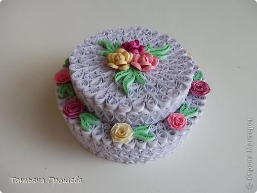 А это тортик- подарочная коробочка для денег. Хотелось сделать его воздушным (как со взбитыми сливками). По-моему получилось. фото 1
