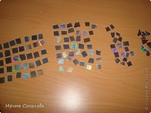 Часы сделаны на виниловой пластинке. Задекорированы в технике декупаж и выложены мозаикой. фото 3