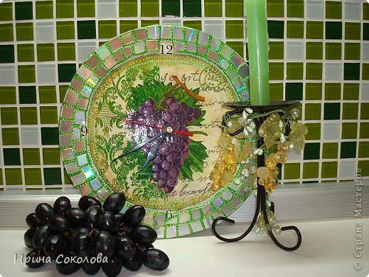 Часы сделаны на виниловой пластинке. Задекорированы в технике декупаж и выложены мозаикой. фото 9