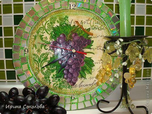 Часы сделаны на виниловой пластинке. Задекорированы в технике декупаж и выложены мозаикой. фото 10