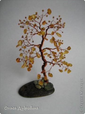 Это осеннее дерево. Моё самое любимое. Выполнено из янтаря и бисера. фото 1