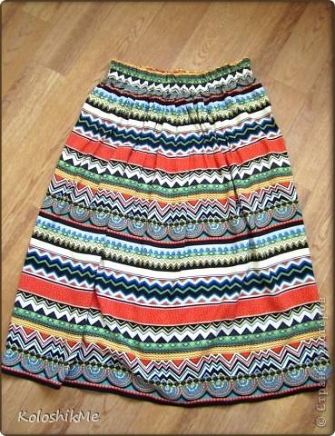 Еще в мае сшила себе юбку, длину выбрала миди, но... практически всё лето эта юбка провисела у меня в шкафу, крутилась в ней только перед зеркалом, но выйти так и не решалась, что-то меня в ней смущало... Длина... и я подумала её отрезать, но сначала попробовала ее одеть как платье - повыше и подпоясалась ремешком!!! Радости моей не было предела, так как резать, если честно было жалко ))) фото 2