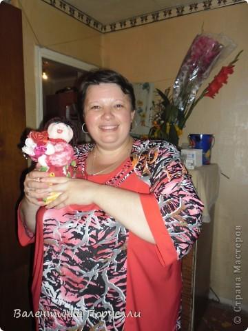 В воскресенье была на Дне Рождении любимой подруги-Верочки!Подарила ей куколку!Знаю-любит она моих куклёшек)))Это именниница с подарком! фото 1
