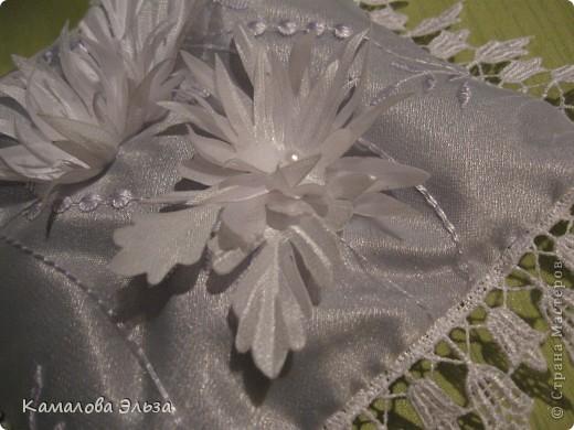 Соответственно, подушечки для колец (кольца вкладываются в бутоны). фото 4