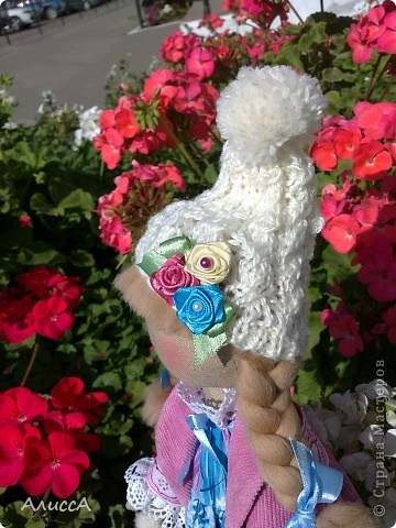 На клумбе среди осенних цветов... фото 4