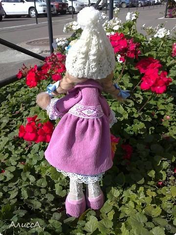 На клумбе среди осенних цветов... фото 5