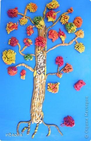 """Наши деревья выполнены по книге Т.Н. Просняковой """"Деревья"""" с. 45:   http://stranamasterov.ru/litera/trees.html?tid=67  Выдавливать пластилин через сито оказалось тяжеловато. Да и ситечки почти все прорвали :))) Но зато результат нас порадовал. фото 3"""