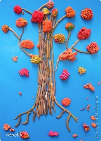 """Наши деревья выполнены по книге Т.Н. Просняковой """"Деревья"""" с. 45:   http://stranamasterov.ru/litera/trees.html?tid=67  Выдавливать пластилин через сито оказалось тяжеловато. Да и ситечки почти все прорвали :))) Но зато результат нас порадовал. фото 7"""