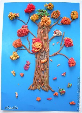 """Наши деревья выполнены по книге Т.Н. Просняковой """"Деревья"""" с. 45:   http://stranamasterov.ru/litera/trees.html?tid=67  Выдавливать пластилин через сито оказалось тяжеловато. Да и ситечки почти все прорвали :))) Но зато результат нас порадовал. фото 8"""