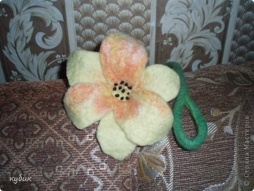 вот такой цветок украшение я сваляла на МК.Огромное спасибо моему мастеру Анфисе!!!!!!!!!!!! фото 1