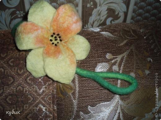 вот такой цветок украшение я сваляла на МК.Огромное спасибо моему мастеру Анфисе!!!!!!!!!!!! фото 2