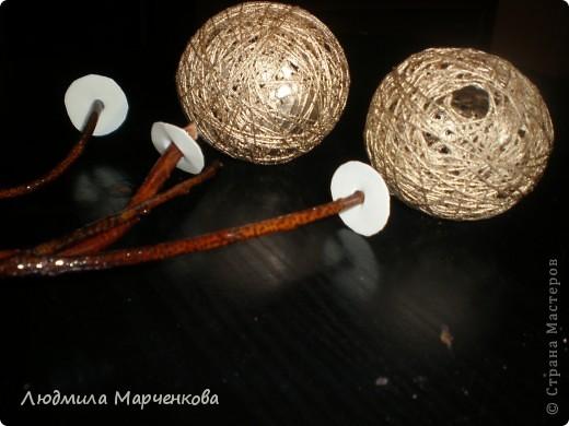 цветы - шарики из ниток фото 2