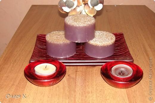Первое мыло задумывалось как лечебное, для проблемной кожи, добавляла зеленую глину, жемчужную пудру, молоко, масло жожоба, и кофе в скрабовую часть, а также эфирное масло чайного дерева и розмарина. фото 10