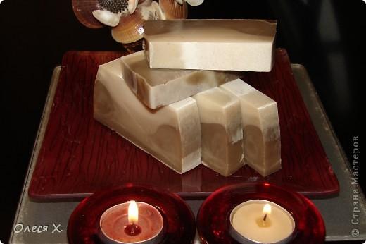 Первое мыло задумывалось как лечебное, для проблемной кожи, добавляла зеленую глину, жемчужную пудру, молоко, масло жожоба, и кофе в скрабовую часть, а также эфирное масло чайного дерева и розмарина. фото 8