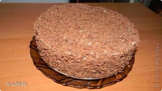 Рецепт этого тортика найден на просторах интернета,  на авторство не претендую. Мне он понравился простотой своего изготовления, поэтому и решила поделится его изготовлением с вами. Готовила я торт вместе со своим 10-летним сыном, который страсть как любит печь различные кексы и угощать меня когда я прихожу с работы. фото 7