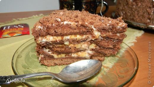 Рецепт этого тортика найден на просторах интернета,  на авторство не претендую. Мне он понравился простотой своего изготовления, поэтому и решила поделится его изготовлением с вами. Готовила я торт вместе со своим 10-летним сыном, который страсть как любит печь различные кексы и угощать меня когда я прихожу с работы. фото 9