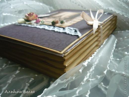 Доброго всем времени суток. Вот такую коробку-книгу решила сделать в подарок. МК можно посмотреть сот здесь http://asyamischenko.blogspot.com/2011/06/blog-post_8971.html фото 1