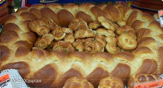 Во вторую суботу сентября у нас вгороде праздник - День рождения города. А так как Житомир происходит от слова Жито, то хлеб всегда главный на этом празднике. В этом году была выставка Караваев. Я очень хочу, чтобы вы тоже посмотрели какую красоту пекут в нашем городе. фото 5