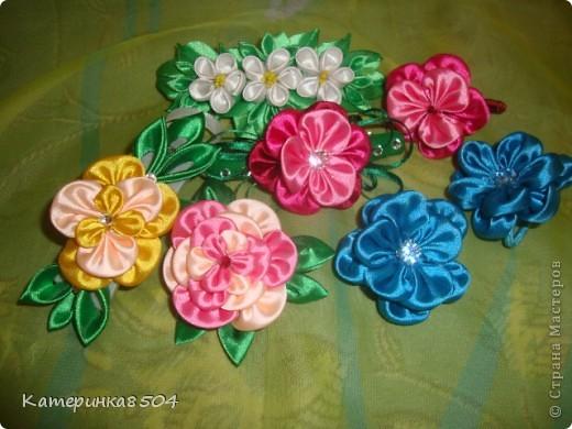 Мои цветочки. Я попробовала делать новые лепестки. Мне они очень нравятся. Путём проб всё-таки получились плоские и круглые!  фото 1