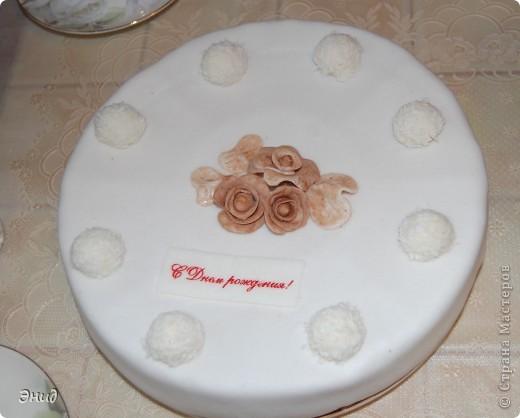 Моей доченьке исполнилось 2 годика! Вот такой тортик я сделала для нее. Это мой первый торт с использованием мастики))) фото 1