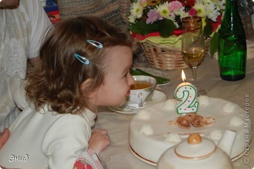 Моей доченьке исполнилось 2 годика! Вот такой тортик я сделала для нее. Это мой первый торт с использованием мастики))) фото 2