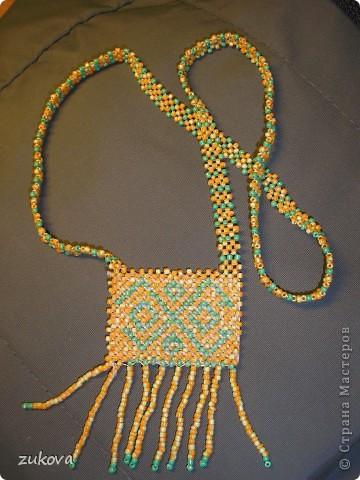 Плетение в технике полотно, если не изменяет память. Плела лет десять назад))) Сам кулон приклеен на картон, чтобы не менялась форма. фото 1