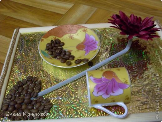 Не удобно  пить  из  маленьких  чашек, решено было сделать  вот такую картину. Кофейные  зёрна дополняют композицию  и чаруют  своим  запахом. фото 3