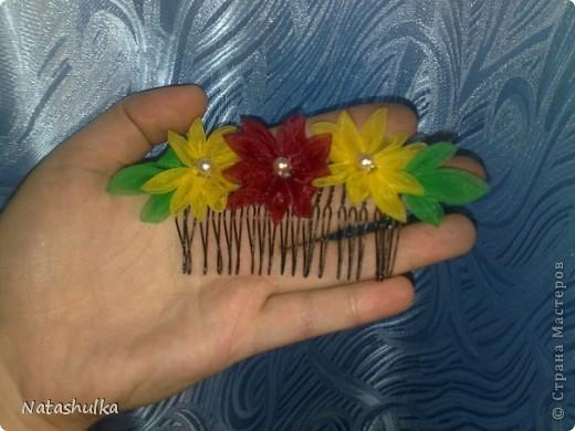 Мои первые кривульки - канзаши. Бабочка и стрекоза для занавесок. я их надела на остроконечные шпилички и воткнула в ткань занавески фото 3