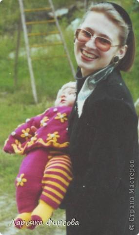 """Девочки, хочу поделится с вами, нашла свои детские вязалочки - то, что я вязала своей доче, когда она была совсем крохой. Так мне нравились те вещи, практически ничего не сохранилось - все пошло """"в народ""""))))) и живет только в моей памяти. Не могу вам передать, как я была рада, когда нашла эти фотки!!!!!! Качество не очень, ну уж так мне хотелось вам показать!  фото 3"""