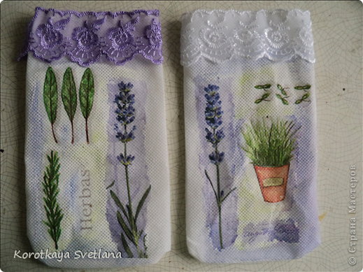 Давно вынашивала идею сделать мешочки с ароматными травами. И вот представился случай- на работе скосили с газона цветущую лаванду. Все дружно растянули кучу цветов и я от них не отстала (притянула домой большой пакет).  фото 4