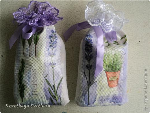 Давно вынашивала идею сделать мешочки с ароматными травами. И вот представился случай- на работе скосили с газона цветущую лаванду. Все дружно растянули кучу цветов и я от них не отстала (притянула домой большой пакет).  фото 1