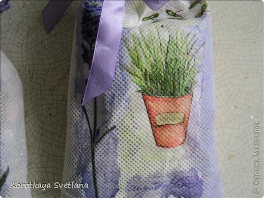 Давно вынашивала идею сделать мешочки с ароматными травами. И вот представился случай- на работе скосили с газона цветущую лаванду. Все дружно растянули кучу цветов и я от них не отстала (притянула домой большой пакет).  фото 6