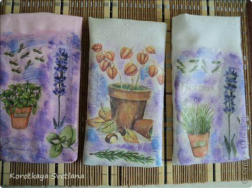 Давно вынашивала идею сделать мешочки с ароматными травами. И вот представился случай- на работе скосили с газона цветущую лаванду. Все дружно растянули кучу цветов и я от них не отстала (притянула домой большой пакет).  фото 3