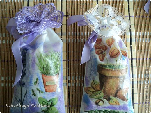 Давно вынашивала идею сделать мешочки с ароматными травами. И вот представился случай- на работе скосили с газона цветущую лаванду. Все дружно растянули кучу цветов и я от них не отстала (притянула домой большой пакет).  фото 7