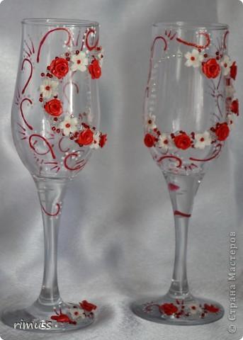 """заказали бокалы в бело- красной гамме и в придачу дали украсить под них купленные """"наряды"""" на бутылки фото 2"""