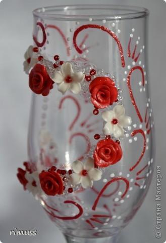 """заказали бокалы в бело- красной гамме и в придачу дали украсить под них купленные """"наряды"""" на бутылки фото 3"""