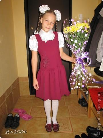 Вот такого вишнёвого цвета у нас форма в гимназии, а сарафан сшила наша любимая швея. Девочек так  в гимназии и называют вишенки. Поэтому все заколки, бантики и сетку на шишечку на хореографию я сшила всё в одной гамме вишенок. фото 1